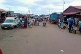 Kankan : Des commerçants de bois manifestent contre leur délocalisation du marché !