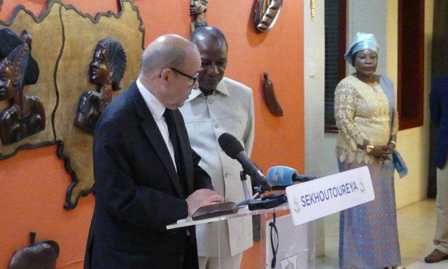 Jean-Yves Le Drian à Conakry : consoler et rassurer l'ami Alpha Condé !