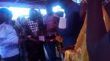 Kankan : Le directeur Général de L'ANAIM, Lamine Cissé, fait un don aux femmes coiffeuses !