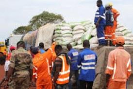 Boké: SMB/Winning Consortium distribue 3.500 sacs de riz aux communautés  de 120 villages