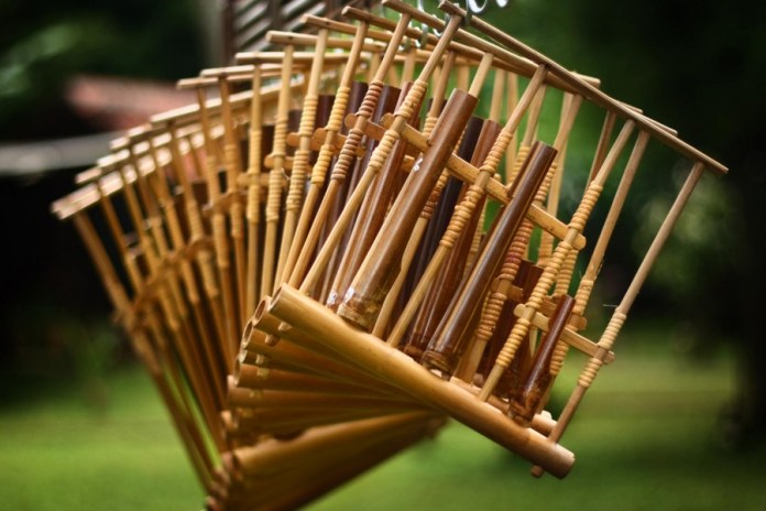 gambar alat musik tradisional angklung