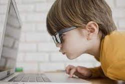 Studi Temukan Selama Pandemi Penglihatan Anak-anak Memburuk