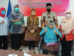 Wujud Perhatian Khusus, Wakil Wali Kota Depok Berikan Alat Bantu ke Warga Disabilitas
