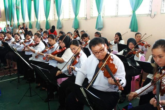 Ilustrasi: Salah satu penampilan siswa di sebuah sekolah di Malaysia. Foto: http://www.majakir.net/