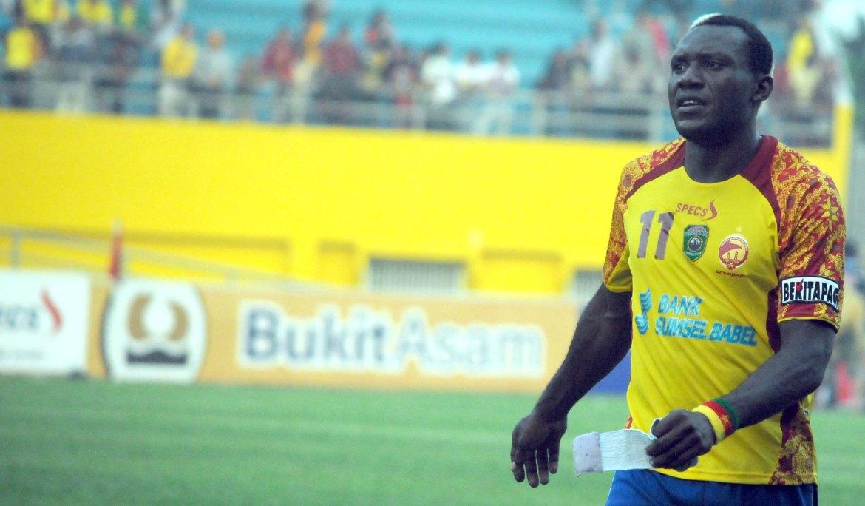 Eks Penyerang Mitra Kukar. Pemain Semen Padang FC, Herman Dzumafo Epandi. Foto : Istimewa