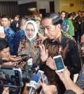 Presiden Joko Widodo (Jokowi) Didampingi Ketua Apeksi Airin Rachmi Diany dan Pramono Anung usai penutupan Mukernas XII Apeksi 2017 di Kota Malang. (Dok. Setkab.go.id)