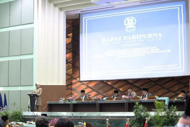 Walikota Tangerang Selatan (Tangsel) saat rapat paripurna di DPRD Kota Tangsel di Puspiptek