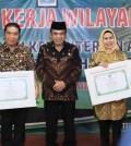 Walikota Tangsel Menerima Penghargaan dari Menag RI