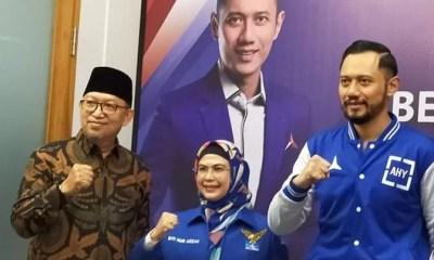 DPP Partai Demokrat resmi mengusung Siti Nur Azizah-Ruhamaben dalam pilkada Kota Tangsel akhir tahun nanti. Pemberian rekomendasi langsung diserahkan ketua umum DPP Partai Demokrat Agus Harimurti Yudhoyono di Jakarta, Rabu (22/7).
