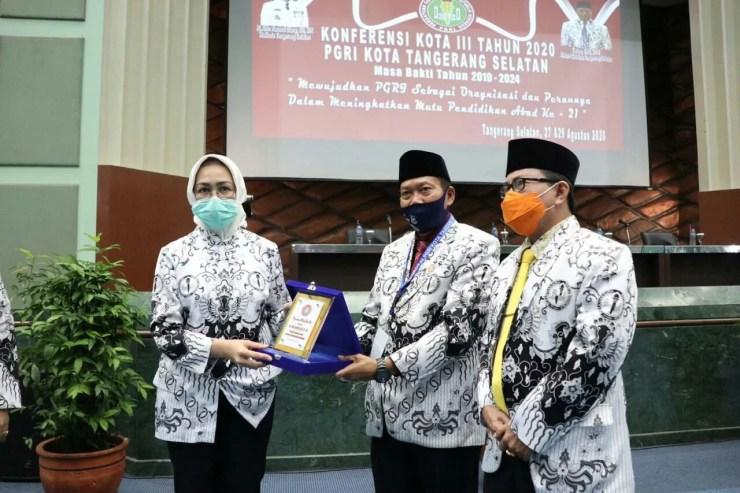 Airin Rachmi Diany saat menghadiri Konferensi Kota III Tahun 2020 PGRI Kota Masa Bakti 2019-2024 di Puspiptek, Setu, Sabtu (29/8/2020).