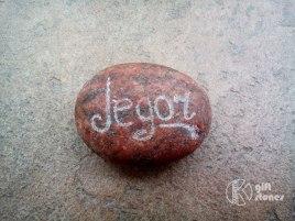 Radiniekiem ārzemēs var uzdāvināt akmeni ar vinu vārdu dzimtajā un ārzemju valodā