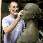 Zizi Smail dans son atelier à Carrara