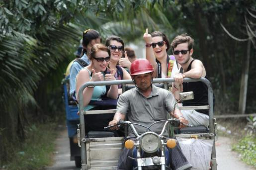 Tuk tuk rides through the Mekong