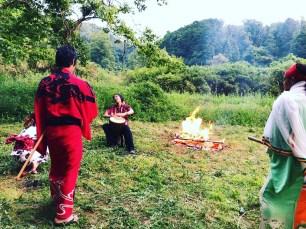 Kackey@dabigtreeと役者仲間たちと焚火