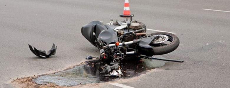 तिब्र गतिमा गुडिरहेको मोटरसाईकल अनियन्त्रण हुँदा मोटरसाईकल यात्रीको मृत्यु