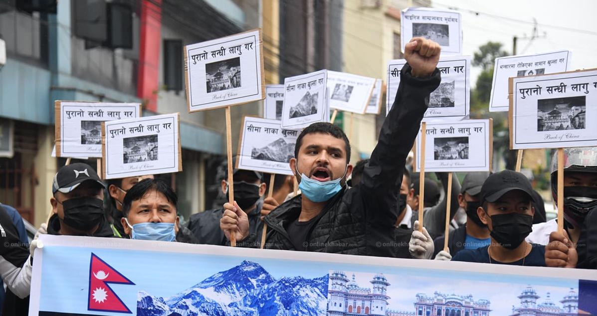 सीमा मिचिएको विषयमा चिनीयाँ दूतावास अगाडी प्रदर्शन