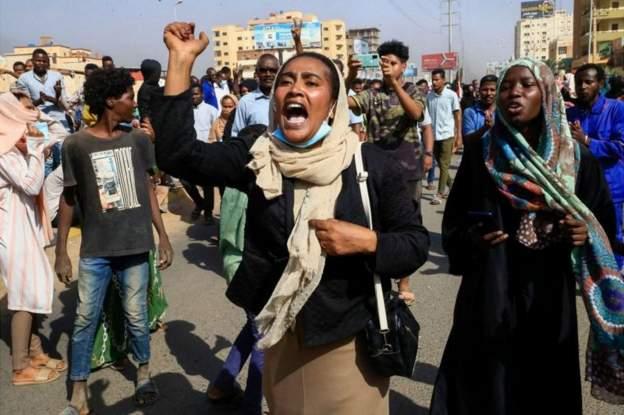 सूडानमा सैन्य कूको विरोध गरिरहेका प्रदर्शनकारीमाथि सैनिकको गोलीबारीमा सातजनाको मृत्यु १ सय ४० जना घाइते