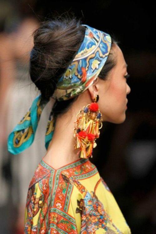 eşarpla süslenmiş saç modelleri