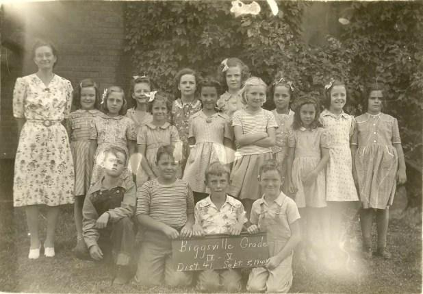 Biggsville_Elem._Grades_4_and_5_Sept_5_1944