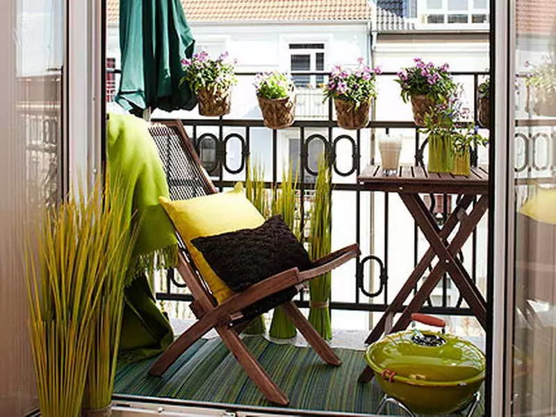 Small-Balcony-Decor