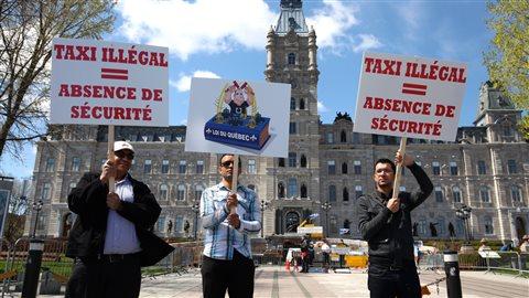 Mes caricatures dans les rues de Québec à la manifestation des chauffeurs de Taxis contre Uber et UberX