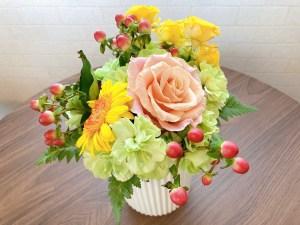 お客様からいただいたお花の一部を花瓶に