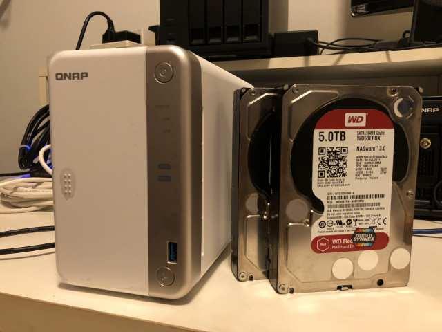 ได้เวลาติดตั้งและลองใช้งาน QNAP TS-251B กันละครับ แน่นอนว่าใช้ฮาร์ดดิสก์ WD Red 5TB ตัวโปรดสำหรับการทดสอบของผม