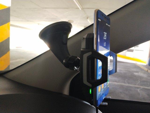 เอามาติดกับกระจกรถยนต์ แน่นหนาดี ตอนขับขี่รู้สึกได้เลยว่าสมาร์ทโฟนไม่มีอาการสั่นแม้แต่น้อย