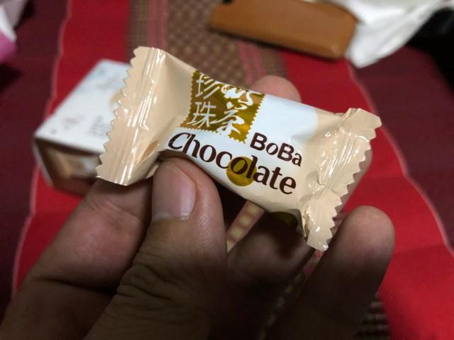 ซองใส่ช็อกโกแลตชานมไข่มุก มีลักษณะคล้ายๆ กับซองลูกอม