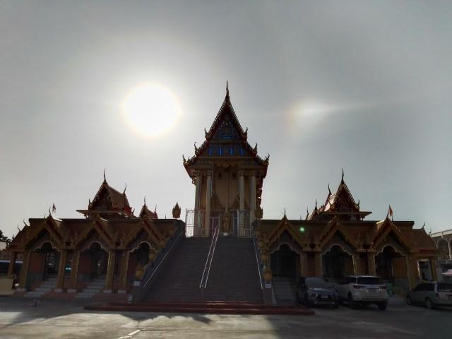 ภาพย้อนแสงของวิหารในวัดศาลพันท้ายนรสิงห์