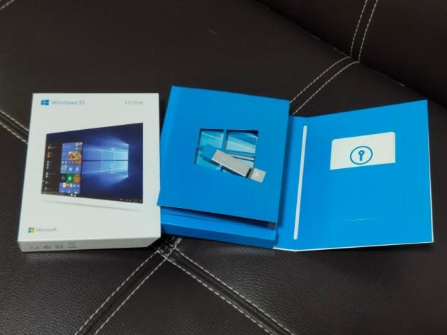 แพ็กเกจ Windows 10 Home แบบ FPP มีกล่องบรรจุ แฟลชไดร์ฟ และการ์ดที่บรรจุ Product Key