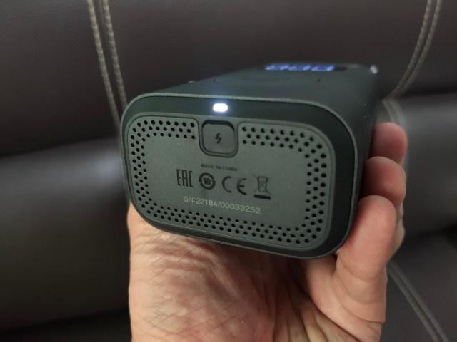 ด้านล่างของตัวที่สูบลมพกพา Xiaomi Mi Portable Air Compressor