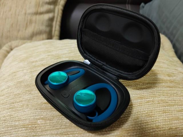 หูฟัง Plantronic BackBeat FIT 3200 สีน้ำเงิน ในกล่องเก็บ