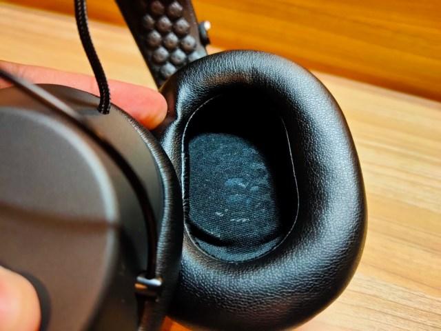 ภาพโคลสอัพแสดงให้เห็นด้านในของหูฟัง