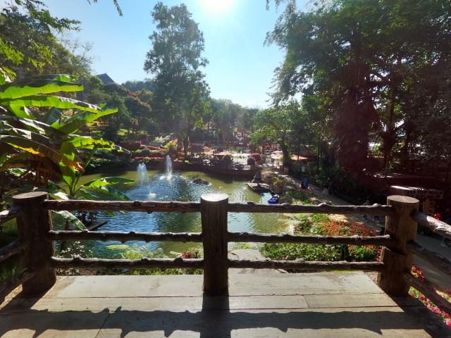 ภาพวิวมุมหนึ่งของสวนแม่ฟ้าหลวง พระตำหนักดอยตุง จังหวัดเชียงราย