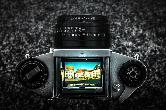 ภาพวิวที่เห็นจากกระจกของกล้อง SLR แบบแอนะล็อก