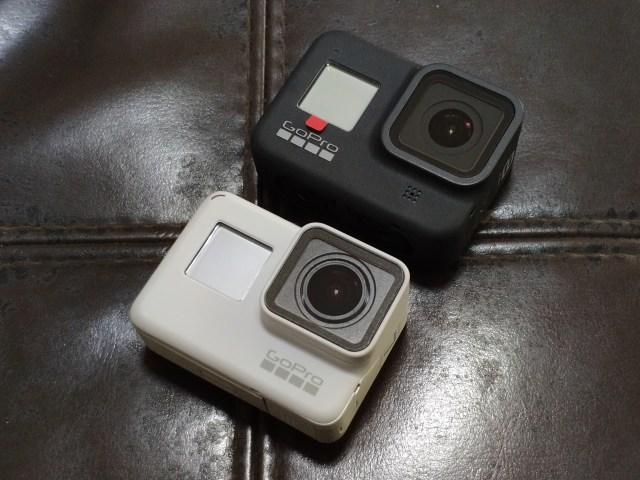 (ด้านบน) กล้อง GoPro Hero 8 Black สีดำ (ด้านล่าง) กล้อง GoPro Hero 7 Black สีขาว