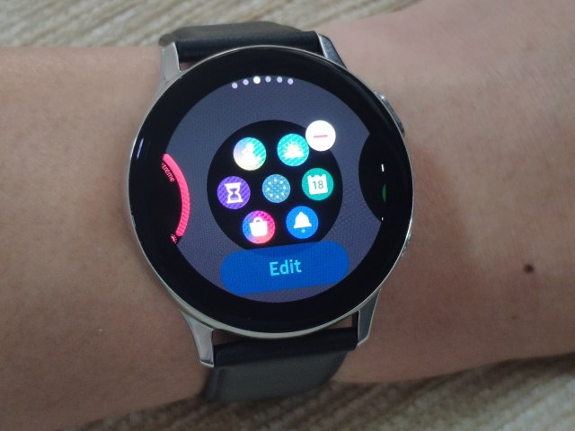 หน้าจอ Widgets ของ Samsung Galaxy Watch Active 2