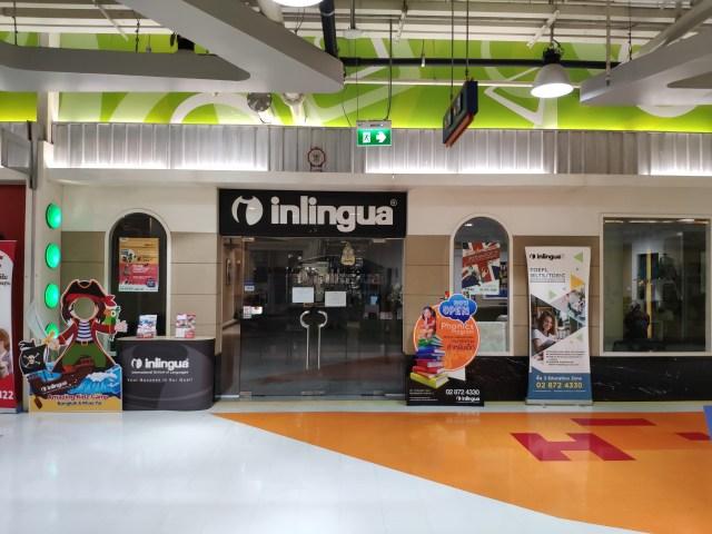 หน้าศูนย์ภาษา Inlingua ที่ยังไม่เปิดให้บริการ