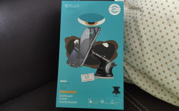 กล่องบรรจุตัวจับสมาร์ทโฟนติดรถยนต์ยี่ห้อ Plus ปิดป้ายราคาไว้ว่า 190 บาท