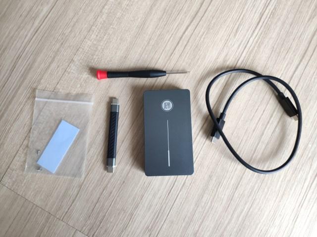 กล่อง JEYI SSD M.2 NVMe Thunderbolt 3 พร้อมกับของต่างๆ ที่มาในกล่อง