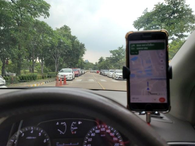 ใช้ iPhone 8 Plus เปิด Google Maps นำทางเวลาขับรถ