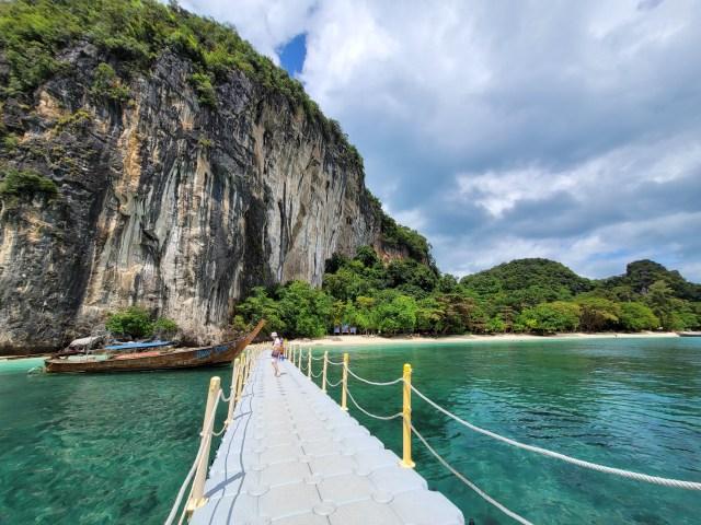 ทางขึ้นหาดที่เกาะห้อง