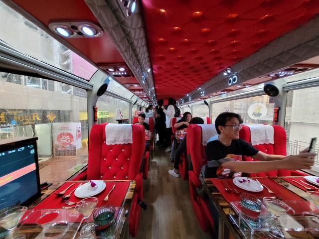 ภายในรถบัส Thai Bus Food Tour