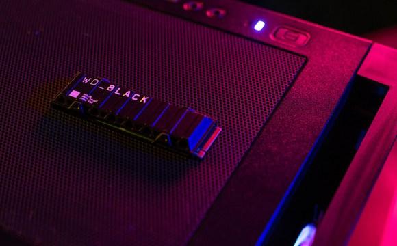 WD_BLACK SN850 SSD NVMe วางอยู่บนเคสคอมพิวเตอร์