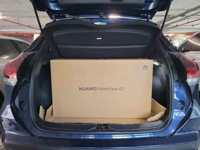 Huawei MateView GT ในกล่อง ใส่ไว้ท้ายรถยนต์ Nissan Kicks