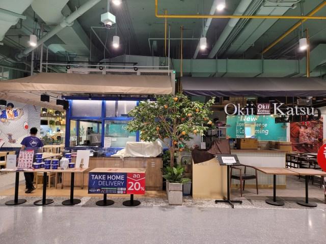 ร้านราเมงในชั้น G ของเซ็นทรัลพระราม 2 ที่ยังเปิดขายอยู่ กับร้านข้าวหมูทอดญี่ปุ่นที่ปิดชั่วคราว