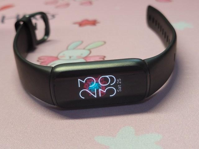 Fitbit Luxe สีดำ ด้านหน้า