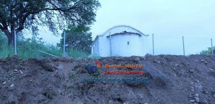 Καμαρίτσα Μεγαλόπολης: Ιερείς και πιστοί βρήκαν την εκκλησία αποκλεισμένη με χώματα και περίφραξη!