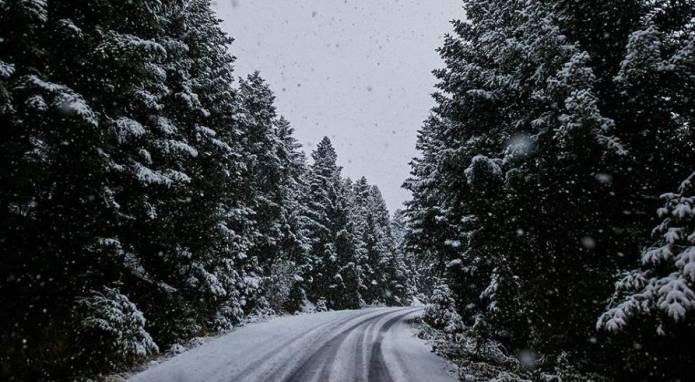 Μαγευτικές φωτογραφίες από το χιονισμένο Μαίναλο